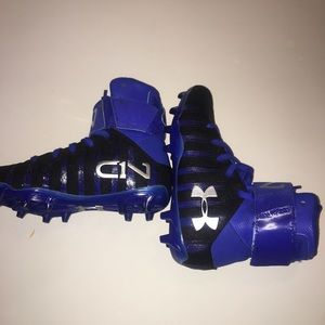 Under armor youth cleats size y2.